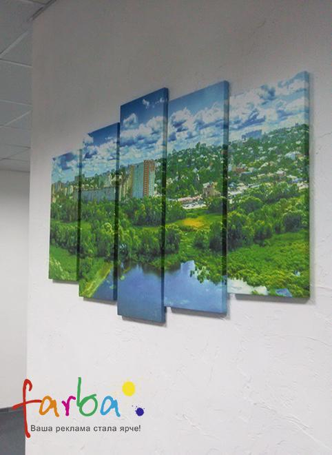 Панно из картин разного размера на натуральном холсте, изготовленное на заказ по фотографии. Картины размещены на расстоянии друг от друга, но макет подготовлен таким образом, что это расстояние компенсируется и изображение выглядит как одно целое.